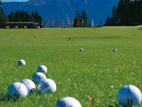 Golfbälle auf Fairway