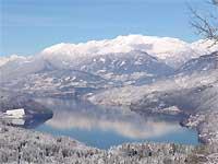 Blick auf den verschneiten Millstätter See